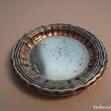 Antigüedades: BANDEJITA REDONDA DE PLATA DE 6.5 CM. REPUJADA. Lote 133826886