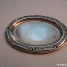 Antigüedades: BANDEJITA OVADA EN PLATA DE LEY REPUJADA DE 6 X 5 CM.,. Lote 133827046