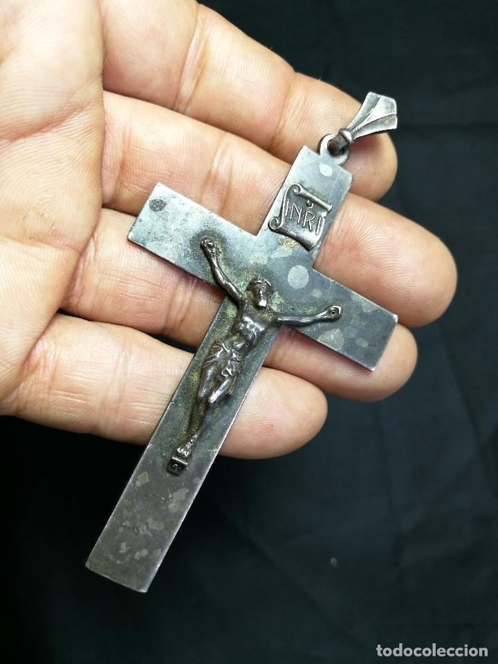 CRUCIFIJO CRUZ PORTABLE SIGLO XIX-XX PLATA DE LEY --10 MM ALTO CON ANILLA (Antigüedades - Religiosas - Cruces Antiguas)