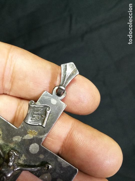 Antigüedades: CRUCIFIJO CRUZ PORTABLE SIGLO XIX-XX PLATA DE LEY --10 mm alto CON ANILLA - Foto 7 - 133849770