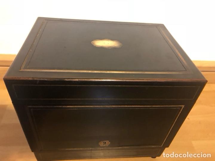 Antigüedades: Caja Licorera francesa Napoleon III con marquetería de latón - Foto 6 - 133889023