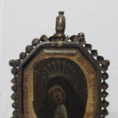 Antigüedades: RELICARIO DE PLATA VIRGEN DE LA PALOMA O SOLEDAD. TROZO DE LIENZO TOCADO A LA IMAGEN. SIGLO XVIII. Lote 133964254