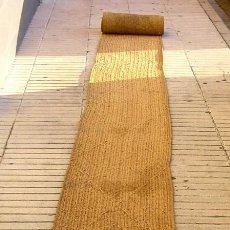Antigüedades: ANTIGUA ESTERA,CAMINO DE ESPARTO DE 6,5 METROS.CON FECHA DE 1915.. Lote 133983782
