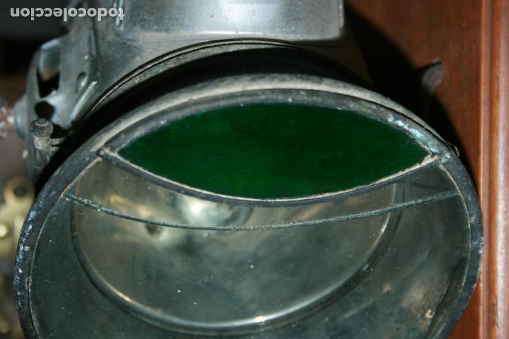 Antigüedades: Farol Auteroche Paris, reflex. cristal verde y blanco-está rajado.modelo 20. mide 32 x 18 cms. - Foto 2 - 134013686