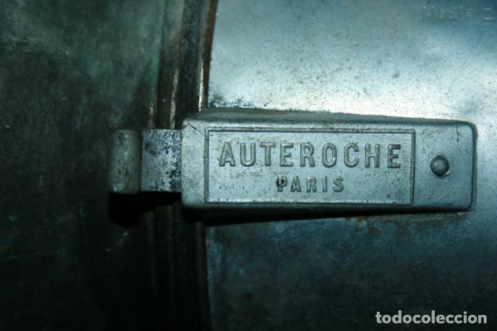 Antigüedades: Farol Auteroche Paris, reflex. cristal verde y blanco-está rajado.modelo 20. mide 32 x 18 cms. - Foto 4 - 134013686