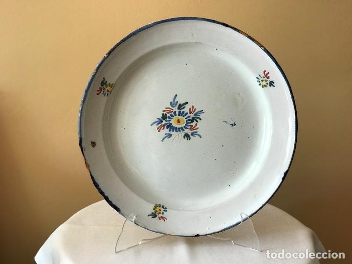 PLATO DE CERÁMICA DE ALCORA. S. XVIII (Antigüedades - Porcelanas y Cerámicas - Alcora)