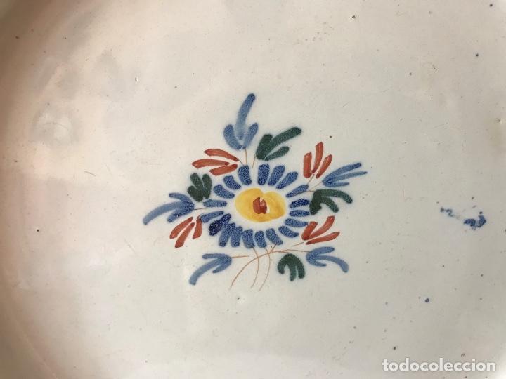 Antigüedades: PLATO DE CERÁMICA DE ALCORA. S. XVIII - Foto 2 - 134015998