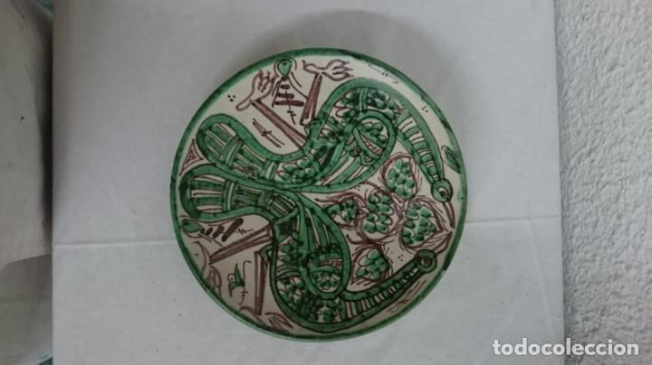 PLATO DE CERÁMICA DE TERUEL, MUY DECORATIVO, IMPECABLE. (Antigüedades - Porcelanas y Cerámicas - Teruel)