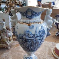 Antigüedades: PAREJA DE JARRONES CASA R . CAPODIMONTE ITALY. Lote 134069290