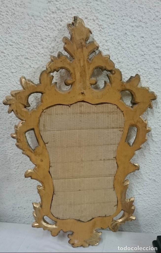 Antigüedades: Antiguo espejo, cornucopia de madera de pino oro fino. Siglo XIX. Motivos vegetales. 77x44 cm. - Foto 2 - 134091802