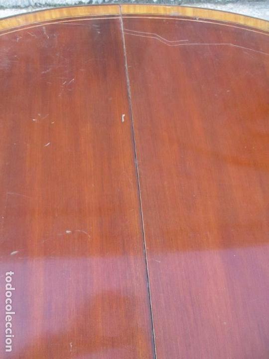 Antigüedades: Antigua Mesa Extensible de Comedor - Redonda - Madera de Caoba y Limoncillo -Patas Talladas -Ruedas - Foto 4 - 134147890