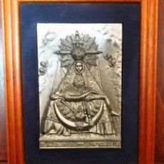 Antigüedades: PLACA EN METAL PLATEADO EN RELIEVES DE LA VIRGEN DE LAS ANGUSTIAS GRANADA - ENMARCADA. Lote 134184194
