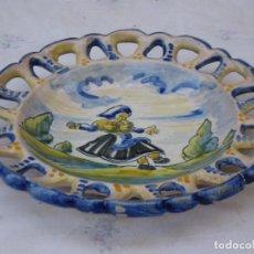 Antigüedades: PLATO ANTIGUO EN CERAMICA DE TALAVERA ( TOLEDO ) LAGARTERANA - FIRMADO : SASO.. Lote 134205322