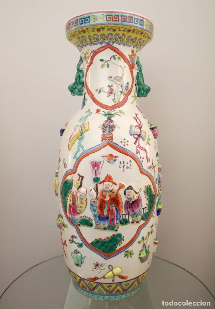 GRAN JARRÓN CHINO CON RELIEVES - SELLADO (Antigüedades - Porcelanas y Cerámicas - China)
