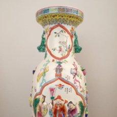 Antigüedades: GRAN JARRÓN CHINO CON RELIEVES - SELLADO. Lote 134220110