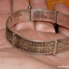 Antigüedades: BELLA PULSERA ALFABETO EGIPCIO PLATA DE LEY JEROGLIFICO VINTAGE COLECCIÓN. Lote 134233582