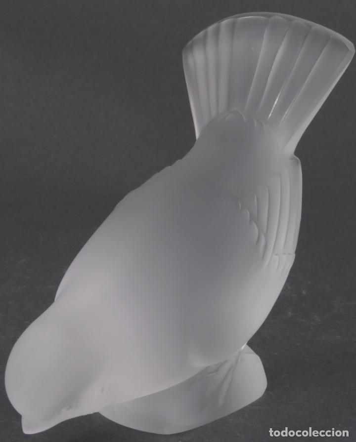 Antigüedades: Gorrión en vidrio prensado cristal glace tallado Lalique Francia siglo XX - Foto 2 - 134274966