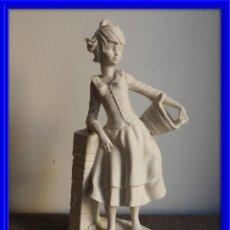 Antigüedades: FIGURA DE PORCELANA BISCUIT FIRMADA GALOS. Lote 134340130