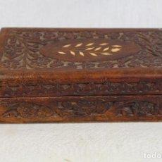 Antigüedades: CAJA DE MADERA CON INCRUSTACIONES DE HUESO. Lote 134357362