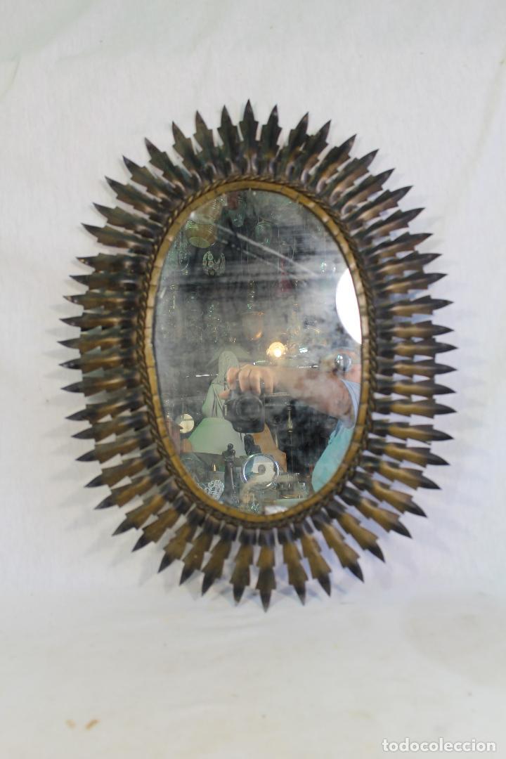 ESPEJO DE SOL OVALADO EN METAL DORADO (Antigüedades - Muebles Antiguos - Espejos Antiguos)