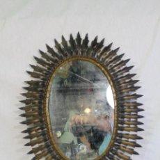 Antigüedades: ESPEJO DE SOL OVALADO EN METAL DORADO. Lote 134357986