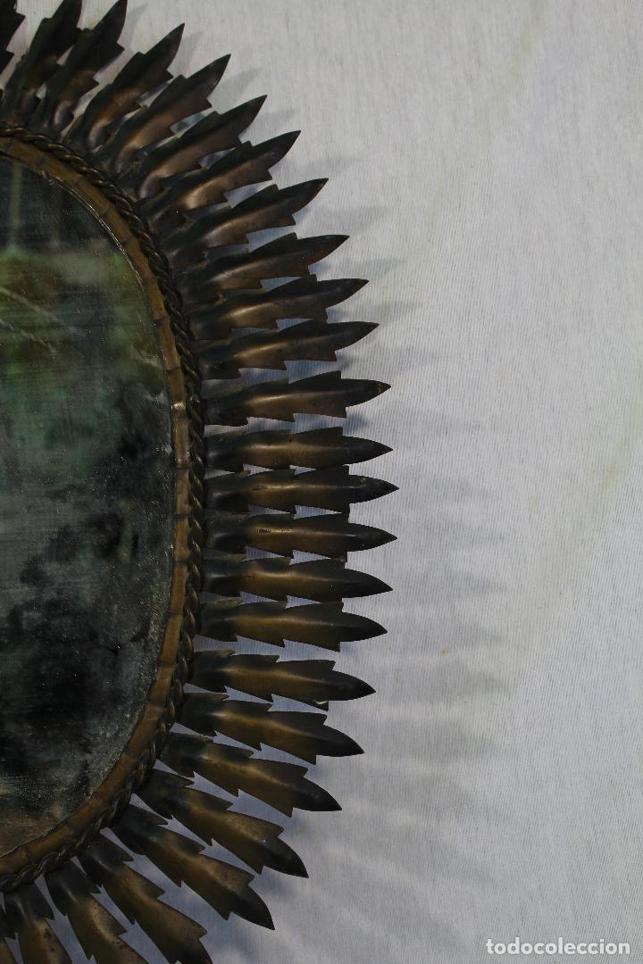Antigüedades: espejo de sol ovalado en metal dorado - Foto 2 - 134357986