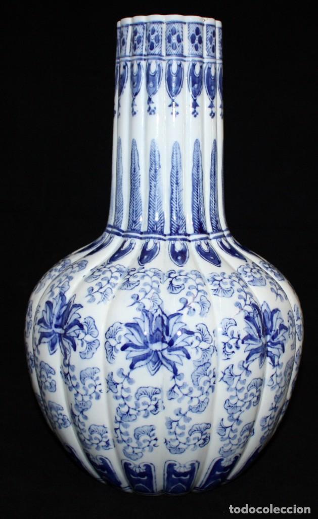 JARRÓN DE PORCELANA ESTILO (DELT). 40 CM. (Antigüedades - Porcelana y Cerámica - Holandesa - Delft)
