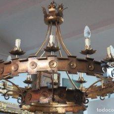 Antigüedades: GRAN LAMPARA DE HIERRO FORJADO DORADO. SEGUNDA MITAD SIGLO XX. Lote 134380350