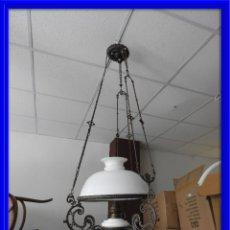 Antigüedades: LAMPARA QUINQUE ISABELINA CON CRISTAL DE OPALINA. Lote 134383042