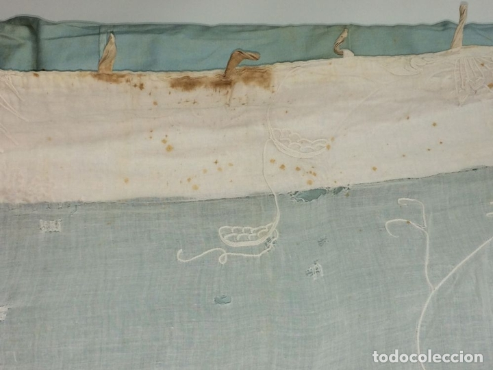 Antigüedades: PAREJA DE CORTINAS VISILLO. BORDADO A MANO SOBRE FINA BATISTA. ESPAÑA. SIGLO XIX - Foto 5 - 134397746