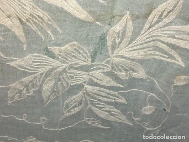 Antigüedades: PAREJA DE CORTINAS VISILLO. BORDADO A MANO SOBRE FINA BATISTA. ESPAÑA. SIGLO XIX - Foto 11 - 134397746