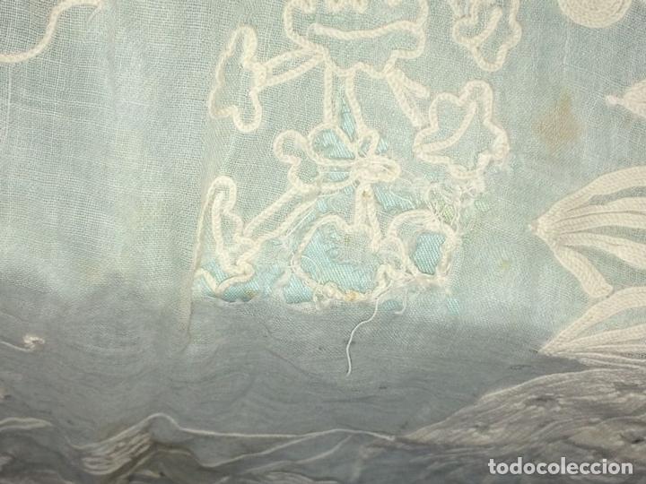 Antigüedades: PAREJA DE CORTINAS VISILLO. BORDADO A MANO SOBRE FINA BATISTA. ESPAÑA. SIGLO XIX - Foto 12 - 134397746