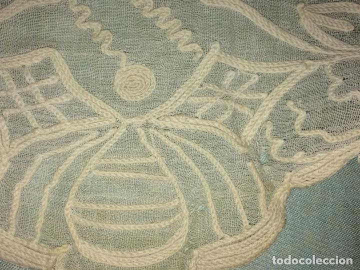 Antigüedades: PAREJA DE CORTINAS VISILLO. BORDADO A MANO SOBRE FINA BATISTA. ESPAÑA. SIGLO XIX - Foto 21 - 134397746