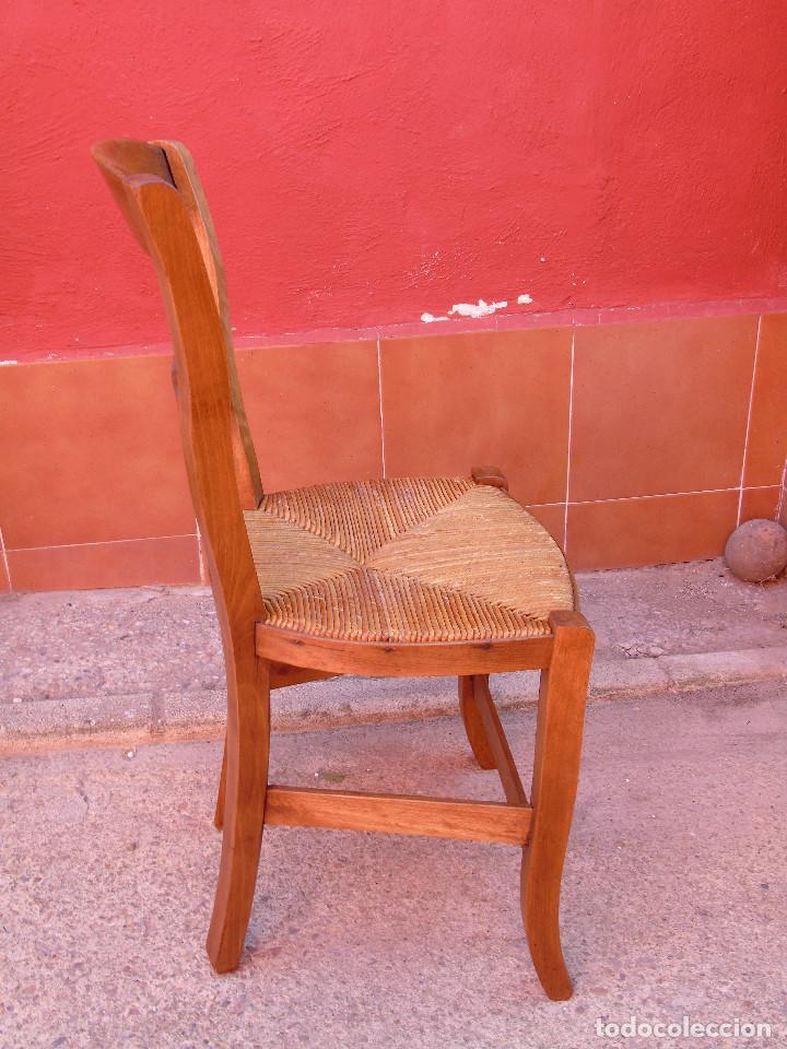 Antigüedades: ANTIGUA PAREJA DE SILLAS DE MADERA DE HAYA Y ASIENTO DE ENEA. RESTAURADAS. - Foto 5 - 134420582