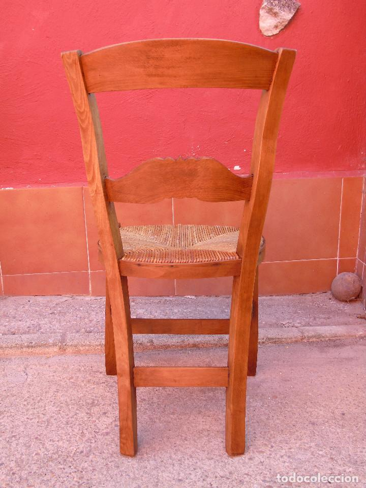 Antigüedades: ANTIGUA PAREJA DE SILLAS DE MADERA DE HAYA Y ASIENTO DE ENEA. RESTAURADAS. - Foto 6 - 134420582