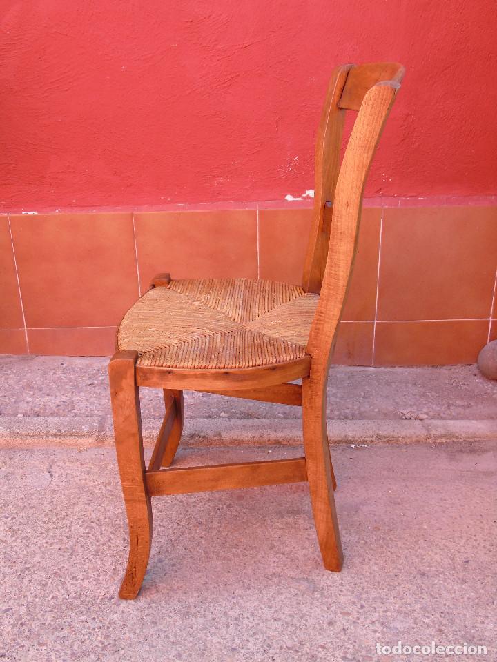 Antigüedades: ANTIGUA PAREJA DE SILLAS DE MADERA DE HAYA Y ASIENTO DE ENEA. RESTAURADAS. - Foto 7 - 134420582