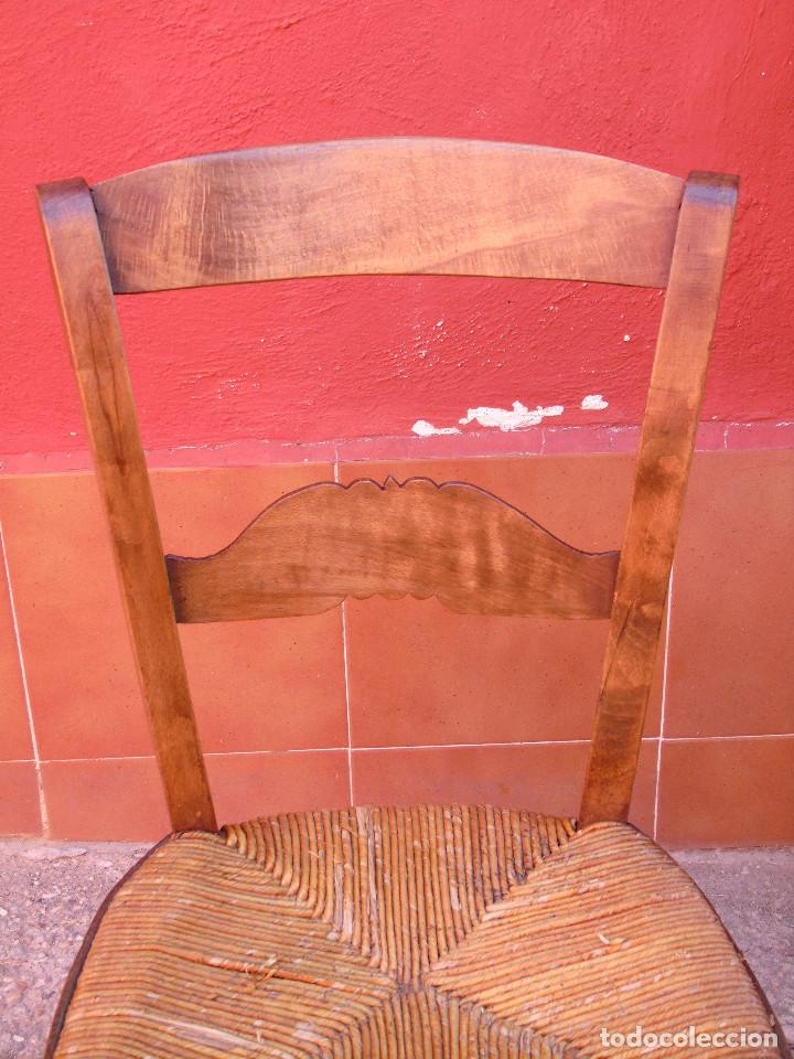 Antigüedades: ANTIGUA PAREJA DE SILLAS DE MADERA DE HAYA Y ASIENTO DE ENEA. RESTAURADAS. - Foto 10 - 134420582