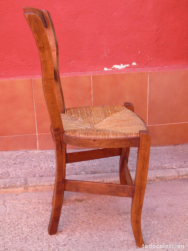 Antigüedades: ANTIGUA PAREJA DE SILLAS DE MADERA DE HAYA Y ASIENTO DE ENEA. RESTAURADAS. - Foto 11 - 134420582