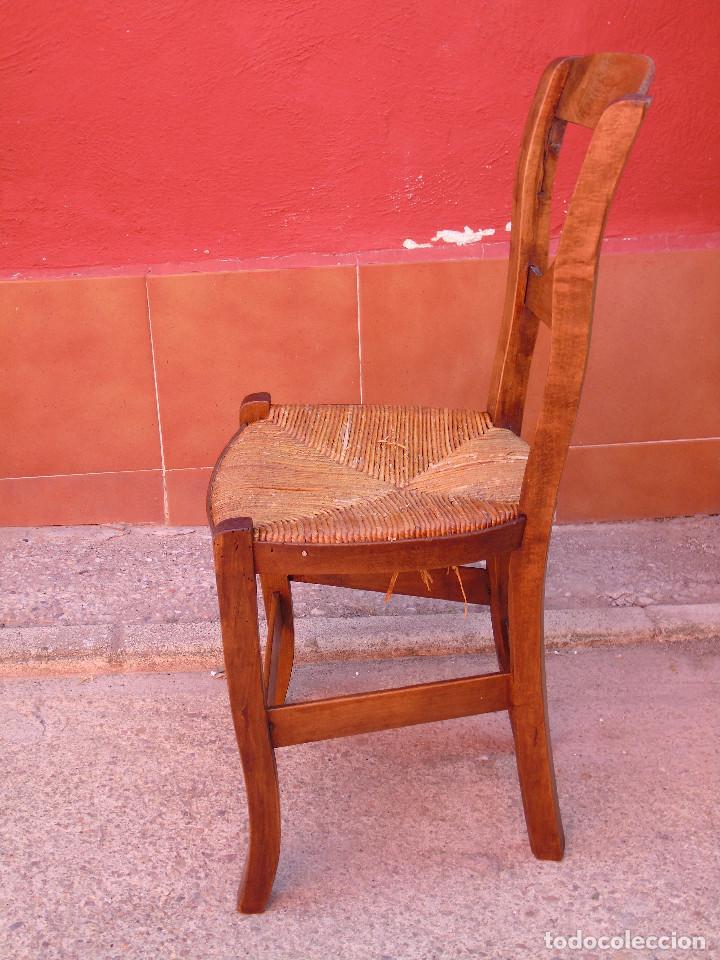 Antigüedades: ANTIGUA PAREJA DE SILLAS DE MADERA DE HAYA Y ASIENTO DE ENEA. RESTAURADAS. - Foto 13 - 134420582