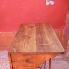 Antigüedades: ANTIGUA REPISA, BALDA, ESTANTERÍA, DE MADERA DE PINO, ENORME. PARA COLGAR. RESTAURADA.. Lote 134486442