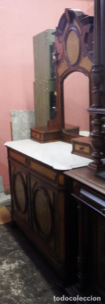 TOCADOR CÓMODA DE NOGAL Y RAIZ DE LIMONCILLO. (Antigüedades - Muebles - Cómodas Antiguas)
