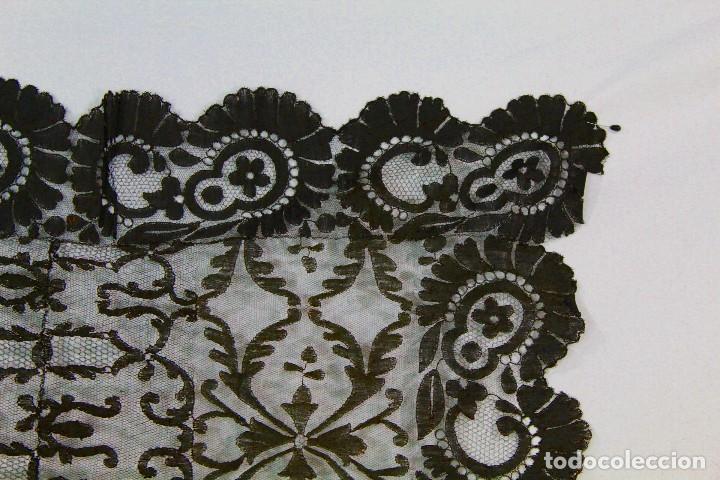 Antigüedades: 53 Mantilla española bordada a mano s XIX - Foto 3 - 134738310