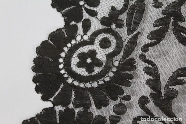 Antigüedades: 53 Mantilla española bordada a mano s XIX - Foto 4 - 134738310