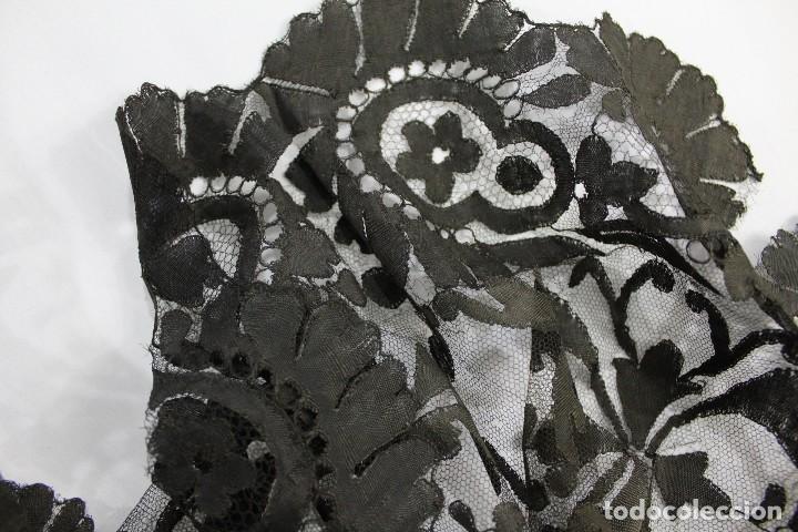 Antigüedades: 53 Mantilla española bordada a mano s XIX - Foto 7 - 134738310