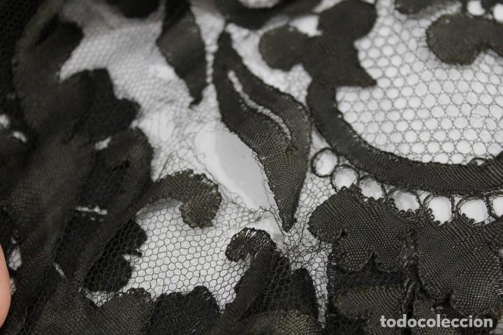 Antigüedades: 53 Mantilla española bordada a mano s XIX - Foto 10 - 134738310