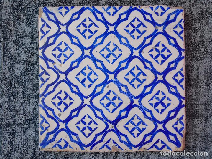 AZULEJO ANTIGUO, AZUL Y BLANCO. (Antigüedades - Porcelanas y Cerámicas - Azulejos)