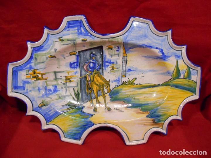 ORIGINAL FUENTE - PLATO DE CERAMICA DE TALAVERA CERAMISTA SASO (Antigüedades - Porcelanas y Cerámicas - Talavera)