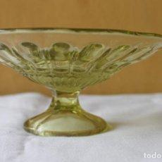 Antigüedades: FRUTERO DE VIDRIO PRENSADO COLOR MIEL, CARTAGENA. Lote 134790810