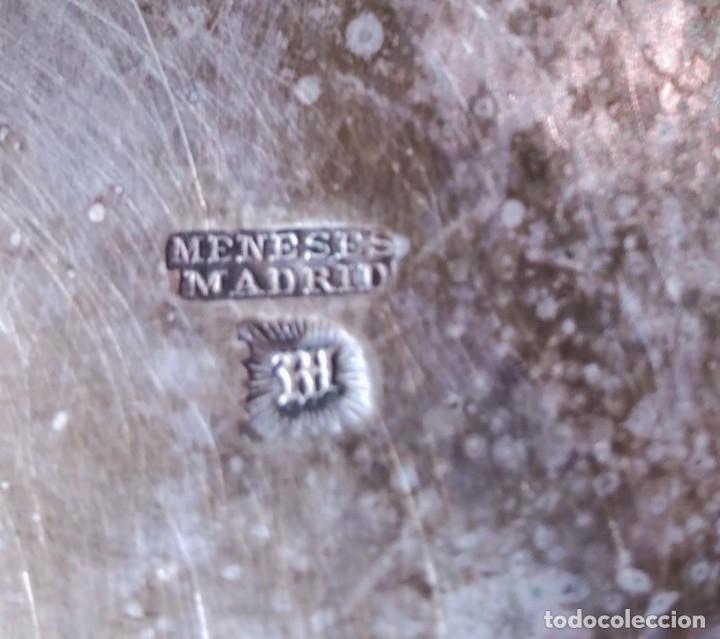 Antigüedades: antiguos cubiertos Cuchillo, pala de Comunion y vaso marcado MENESES MADRID - Foto 3 - 112379715