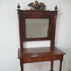 Antigüedades: PEQUEÑO TOCADOR - CONSOLA CON ESPEJO - CARLOS IV - MADERA DE CAOBA - 90 CM ANCHO - PRINCIPIOS S. XIX. Lote 134856686